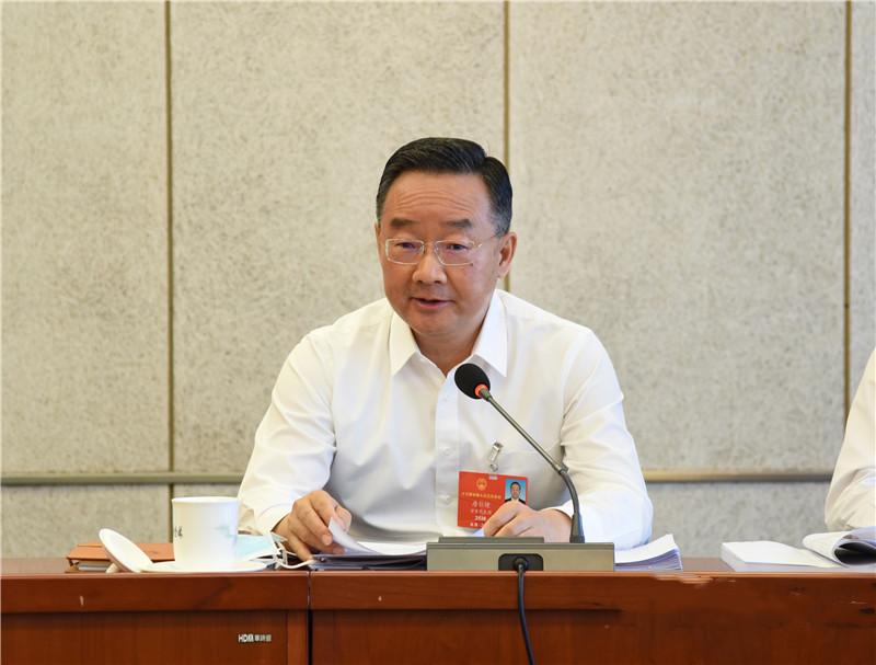 甘肃代表团举行小组会议传达学习