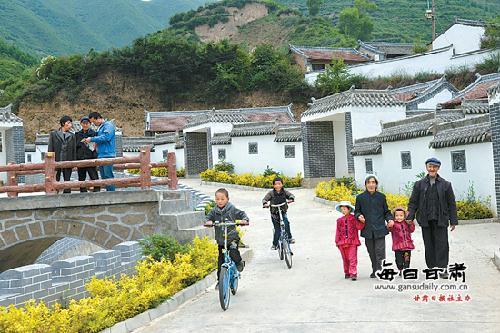 宕昌县南河乡路固村新貌